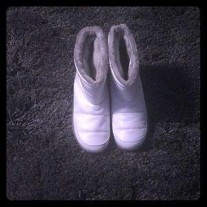 Shoes - White boots with grey soles